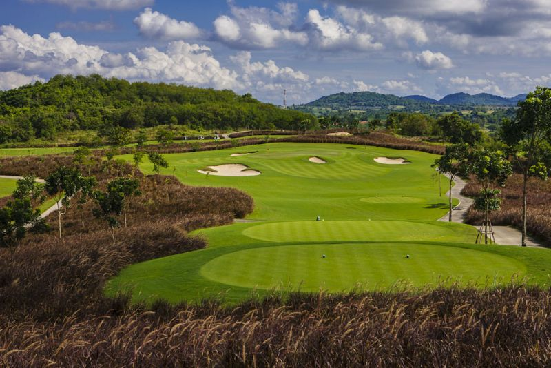 With year-round sun and little to worry about weather-wise outside occasional rains, Thailand is a natural golf destination. It doesn't hurt that the country tees up quality courses of international renown while keeping greens fees friendly.