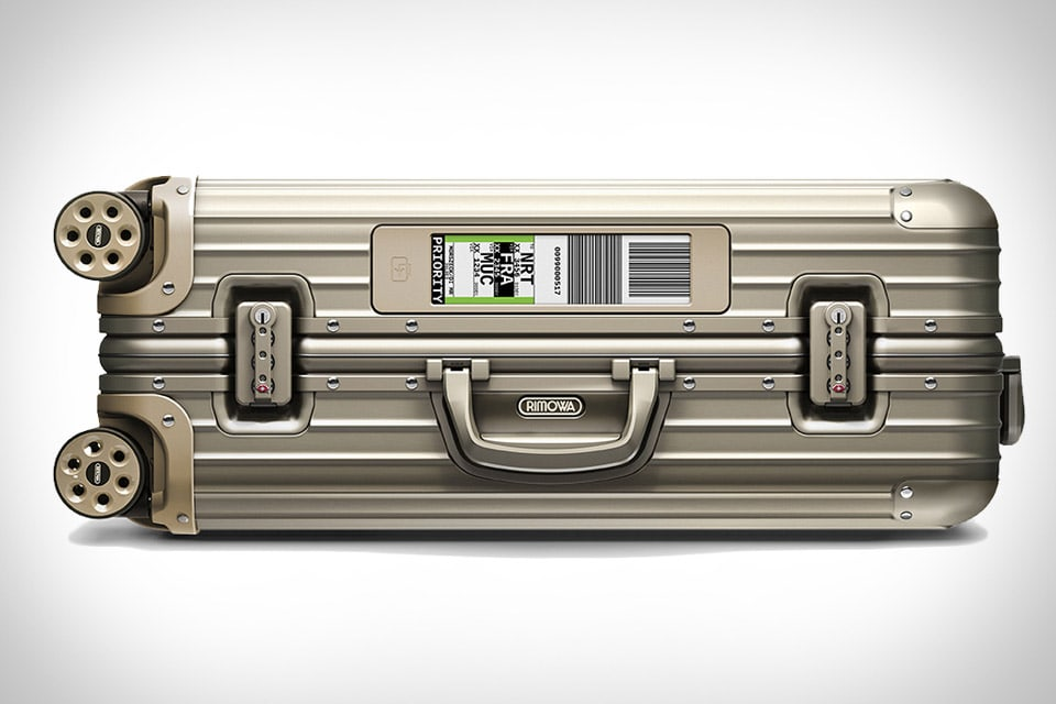 Rimowa's new Electronic Tag