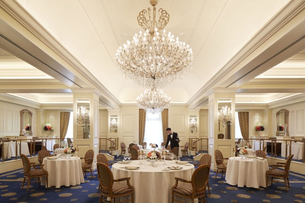 A unique dining opportunity, the Michelin Glory Dining Experience at the Peninsula Hong Kong marries the coveted cuisines of two one-starred restaurants.